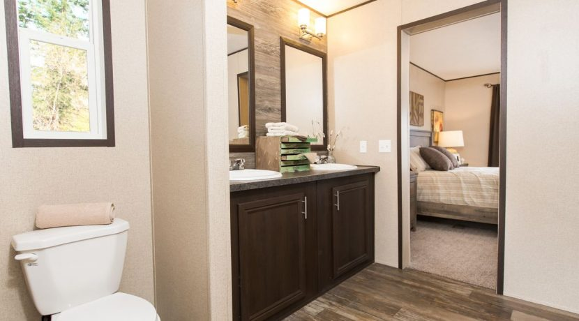 Manufactured-THE-LAKEVIEW-SIG28563D-41SIG28563DH-Master-Bathroom-20170606-1345246235103